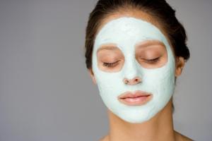 Как справиться с жирной кожей лица