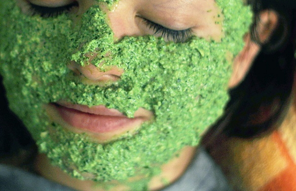 Петрушка для лица – рецепты безопасных летних масок