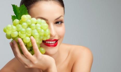 Дама с виноградом