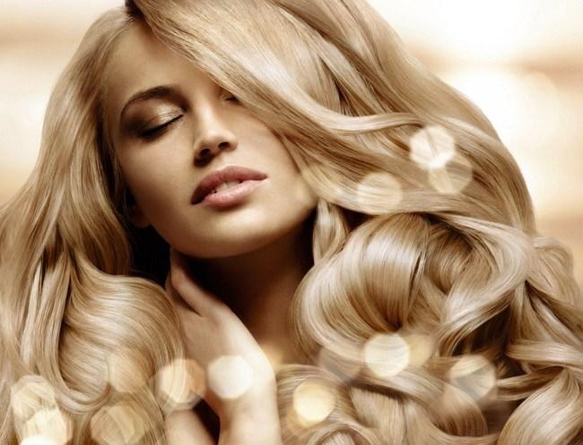 Блондинка с закрытыми глазами