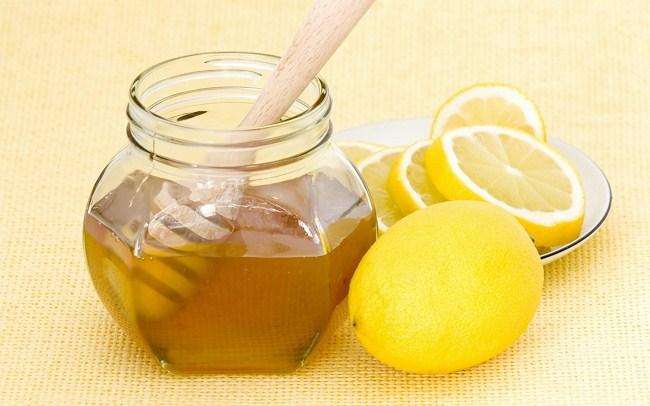 Ложка в меду и лимоны