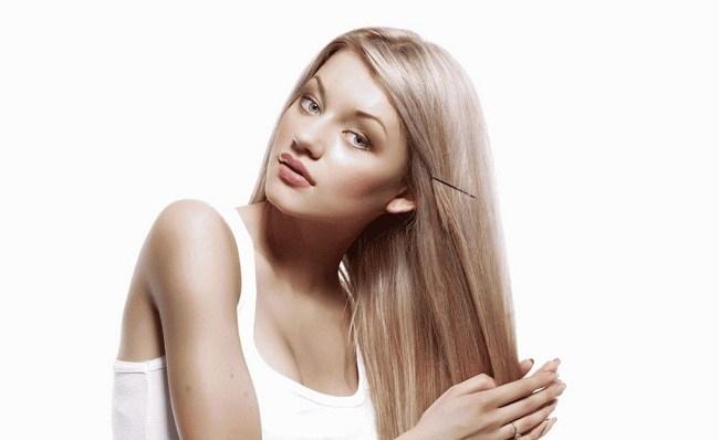 Блондинка с невидимкой
