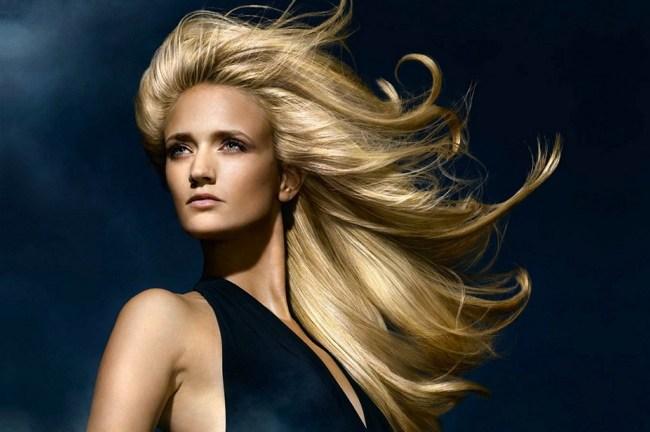 Блондинка в темноте