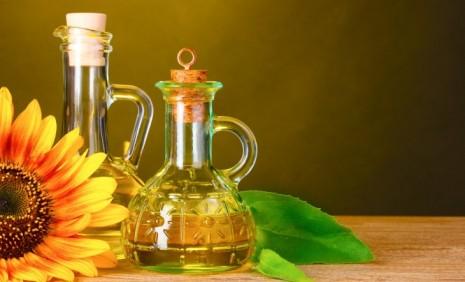 Стеклянная бутылка с узором