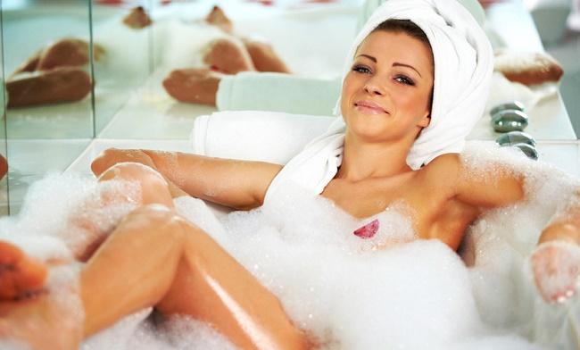 Девушка в ванной в пене фото 581-124