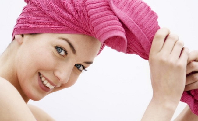 Ярко-розовое полотенце