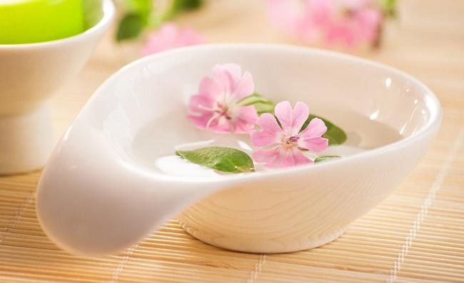 Цветы в миске
