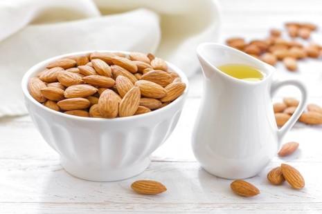 Вазочка с орехами