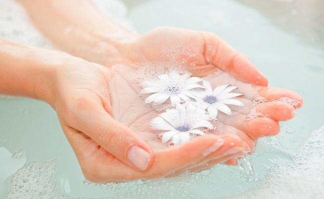 Вода с цветами