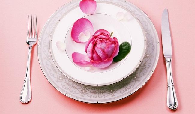 Лепестки в тарелке